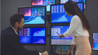 How much does a professional forex trader earn